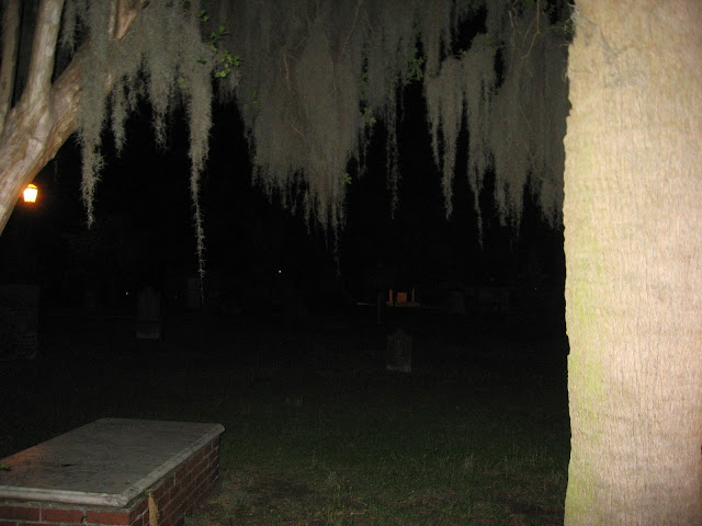 What to do in Savannah, GA: DIY Walking Ghost Tour