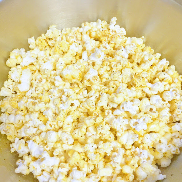 popcorn seasoning recipe: Cheddar Cheese and Cracked Pepper Popcorn recipe
