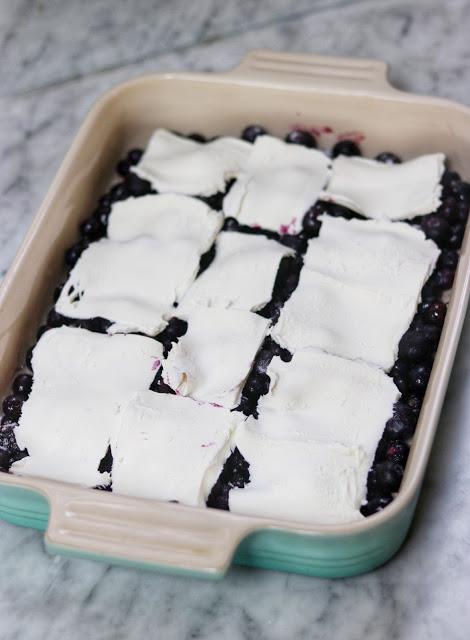 keto blueberry cream cheese crumble dessert recipe