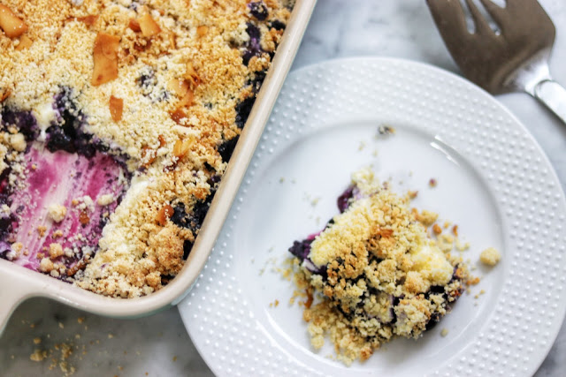 delicious low-carb keto-friendly dessert recipe: keto blueberry cream cheese crumble