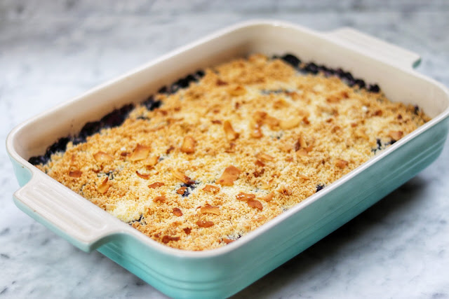keto blueberry cream cheese crumble (low-carb and keto-friendly dessert recipe)