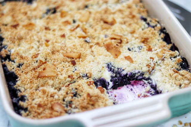 keto blueberry crumble dessert recipe