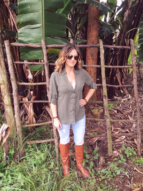 travel fashion: women's African safari outfit
