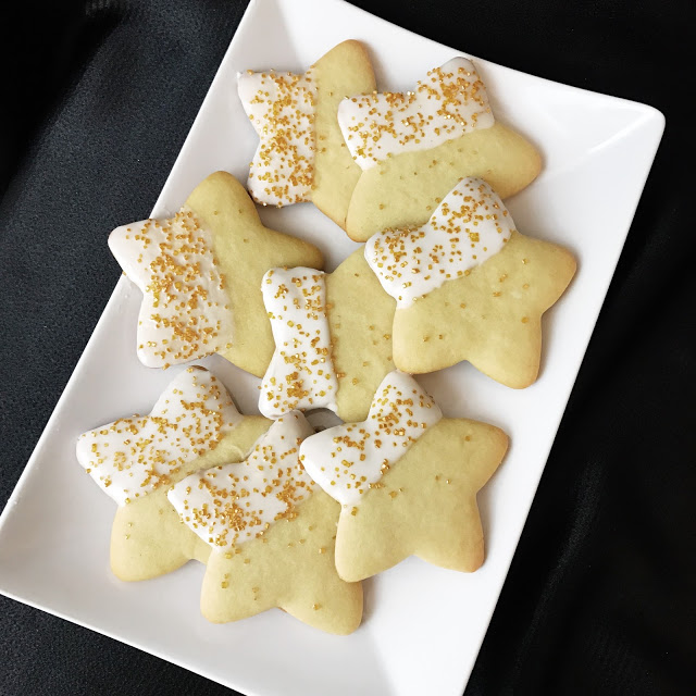 star sugar cookies - food idea for a hollywood movie theme party or oscar party
