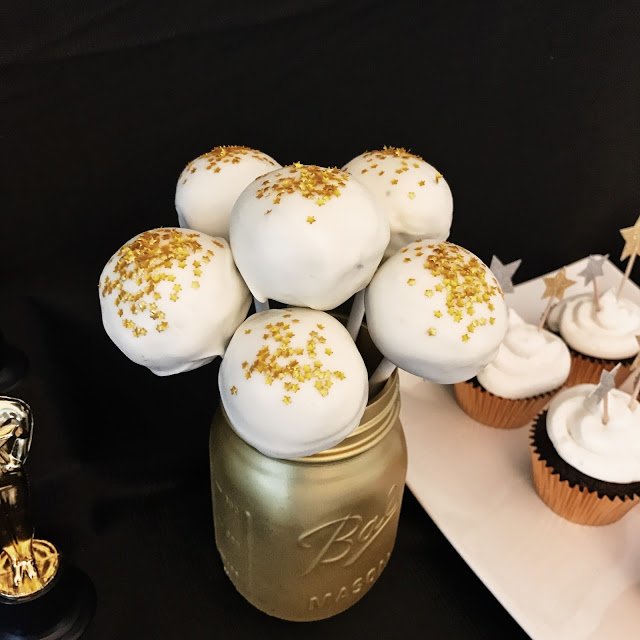 easy cake pops with edible star glitter for a hollywood theme party