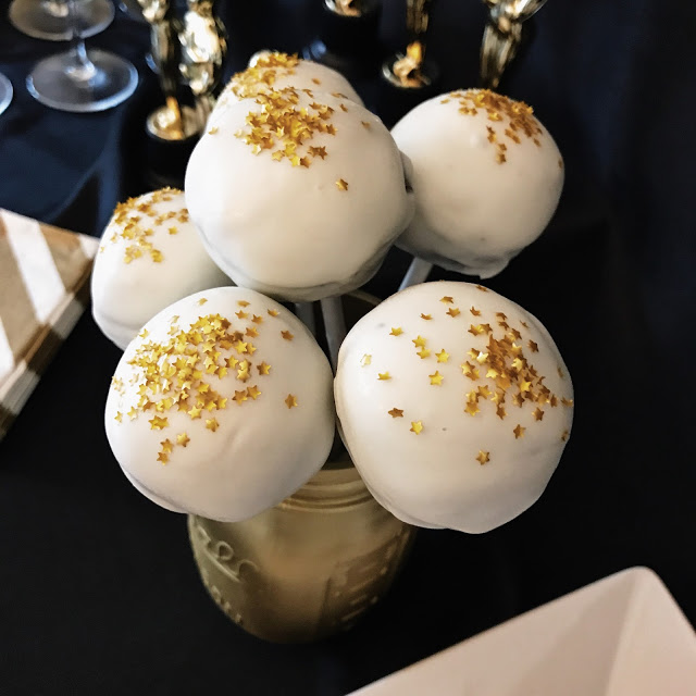 food ideas for a hollywood theme party: cake pops with edible gold star glitter