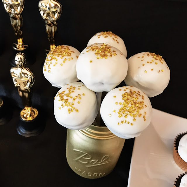 oscar party food ideas: cake pops with gold stars