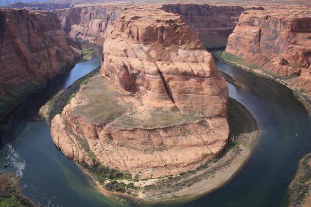 Southwest road trip itinerary - the iconic Horseshoe Bend on the Colorado River in Arizona