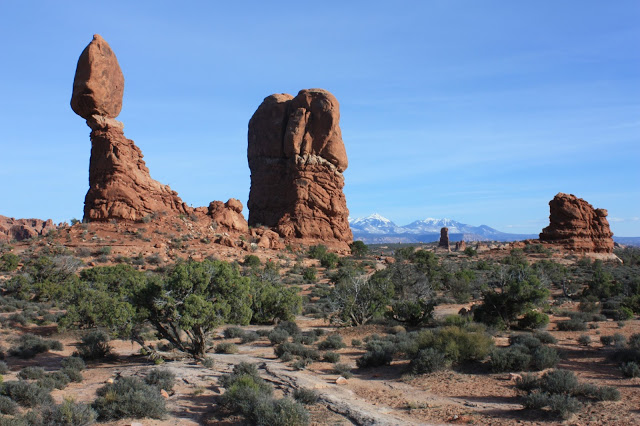 Southwest national parks road trip - Balanced Rock in Arches National Park