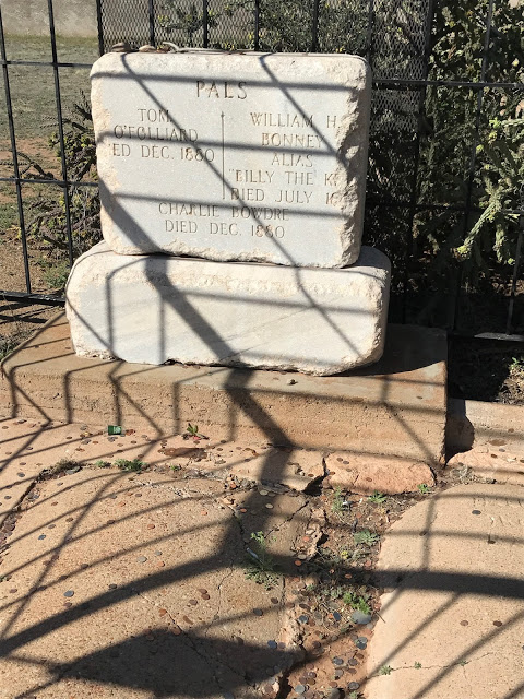 One of Billy the Kid's grave - what to see during a road trip through the Southwest USA