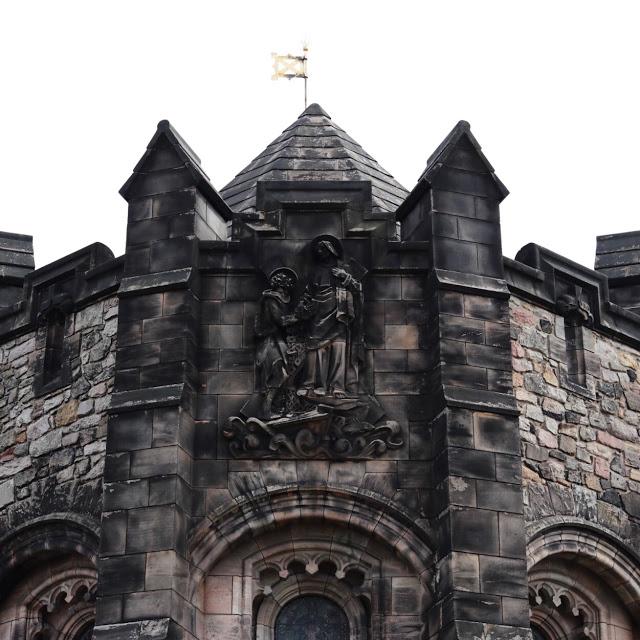 uk road trip planning: edinburgh castle in scotland