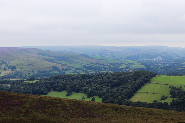 the view from stanage edge in the peak disrict in the uk