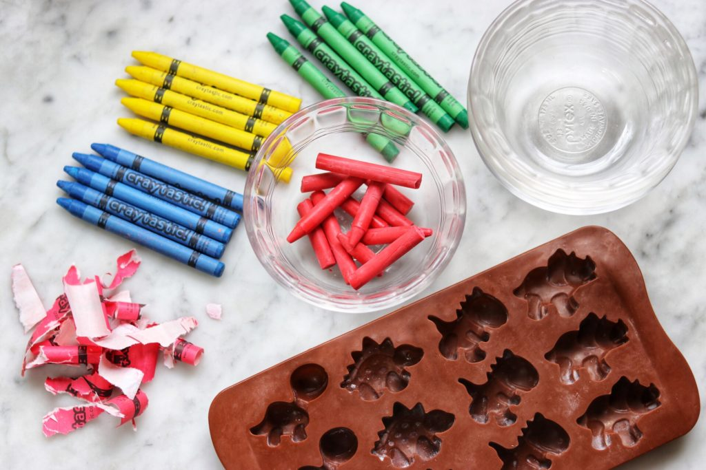 DIY crayon party favors