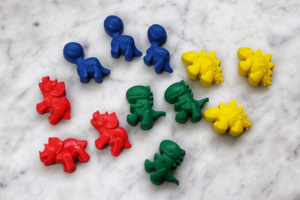 dinosaur party bag ideas: DIY dino crayons for DIY dinosaur goodie bags