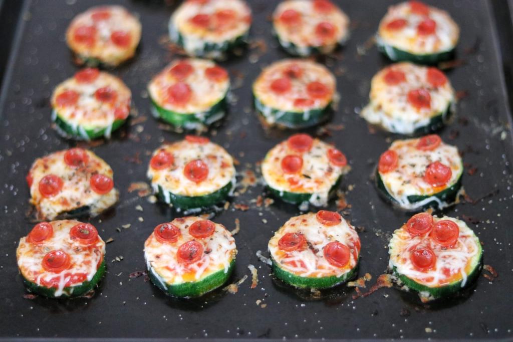 Low carb zucchini appetizer recipe: Mini Zucchini Pizzas