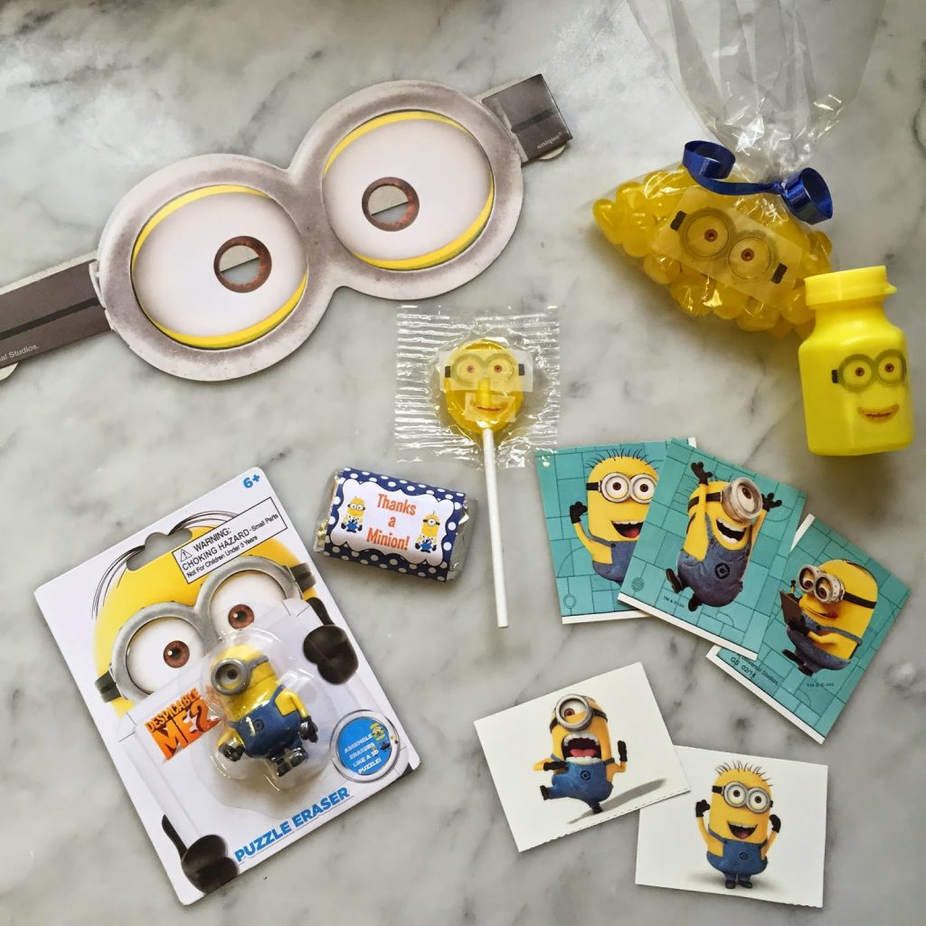 despicable me minion 5th birthday party fab everyday. Black Bedroom Furniture Sets. Home Design Ideas