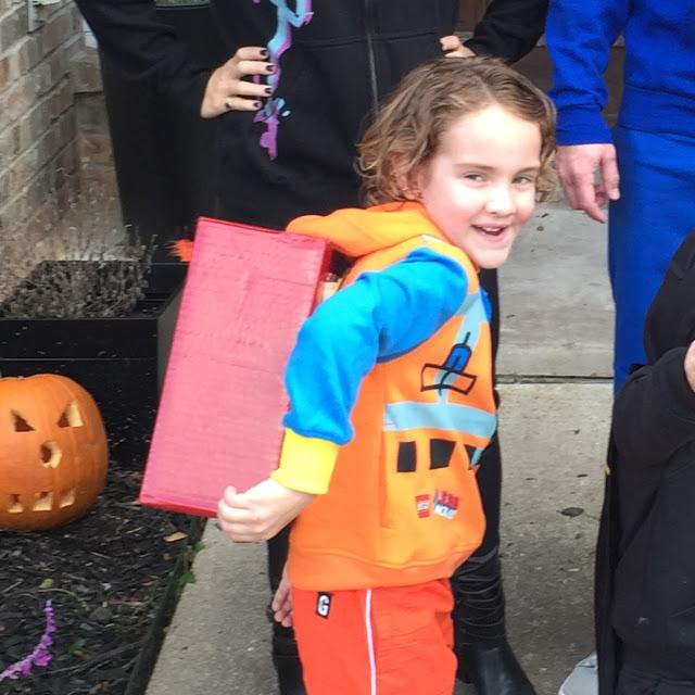 Emmet Brickowski costume for Halloween. How to make a DIY Emmet costume