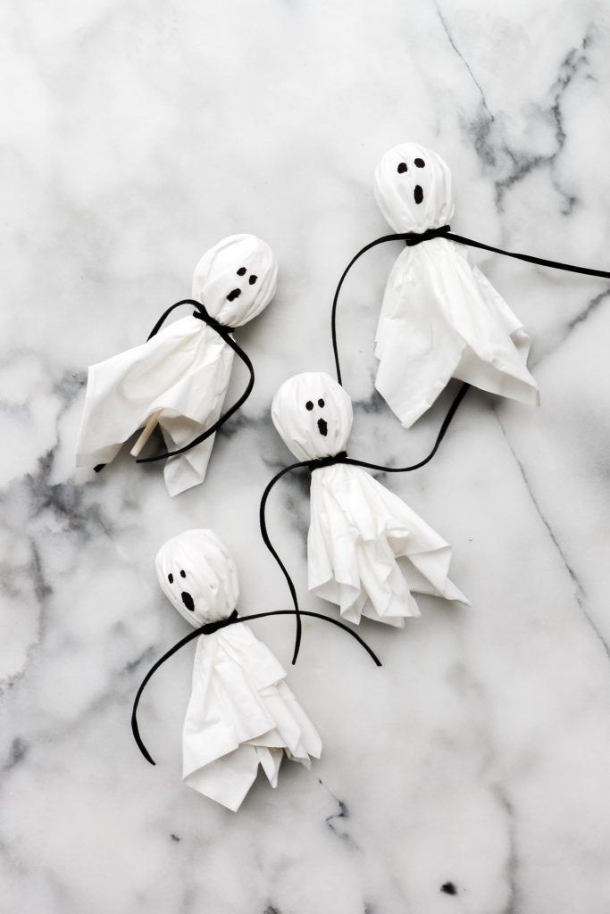 kids halloween birthday idea - lollipop ghosts