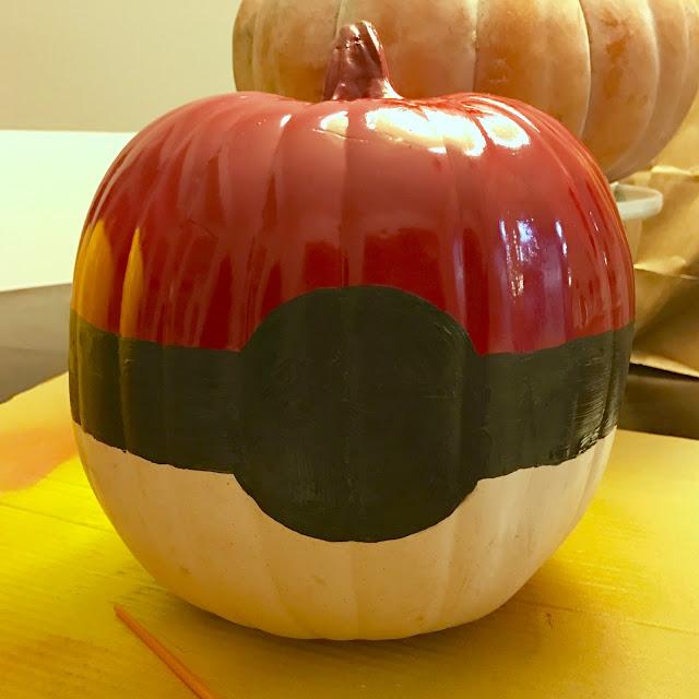 How to make a Pokeball pumpkin