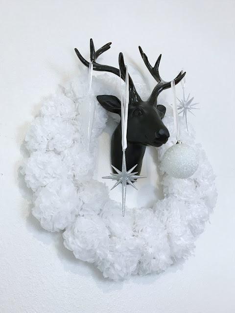DIY pom pom wreath