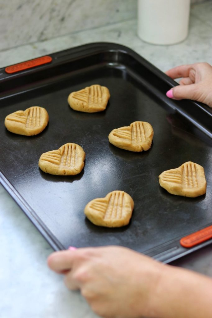 how to make heart peanut butter cookies