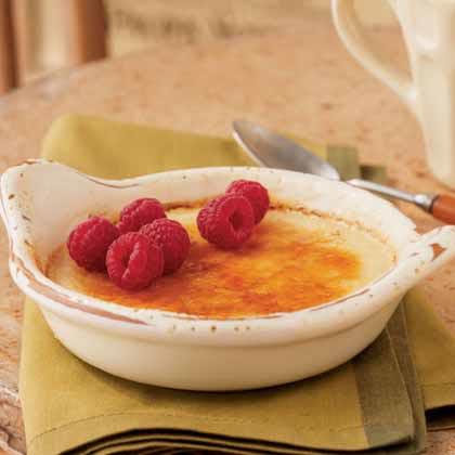 Romantic valentine dinner menu ideas: Honey Crème Brûlée with Raspberries