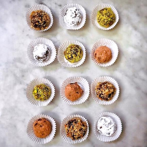 Romantic valentines dinner ideas: Easy Chocolate Truffles