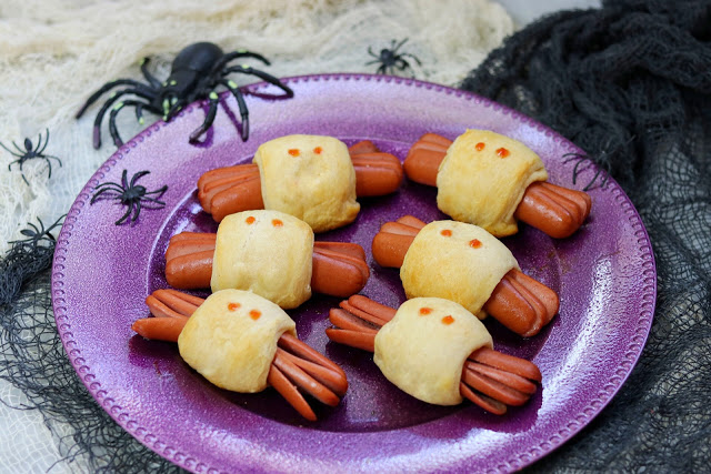 hot dog spiders - kid-friendly Halloween food