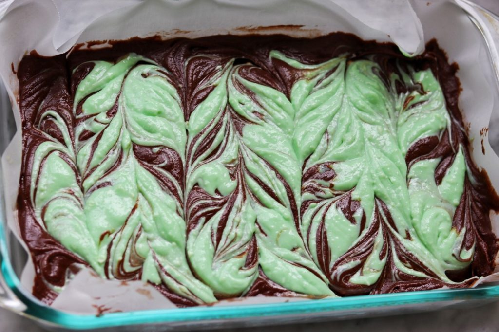 how to make mint swirl brownies for st. patrick's day