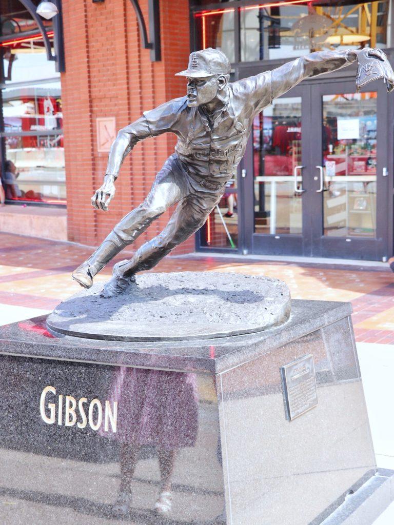 bob gibson statue at the cardinals stadium