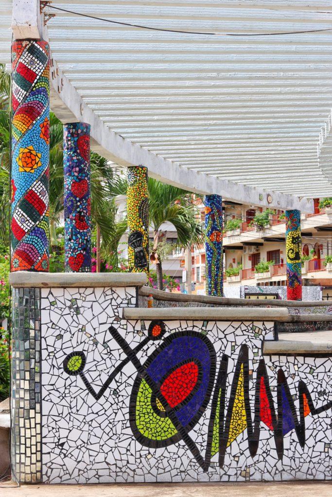 What to do in Puerto Vallarta: El Parque de los Azulejos