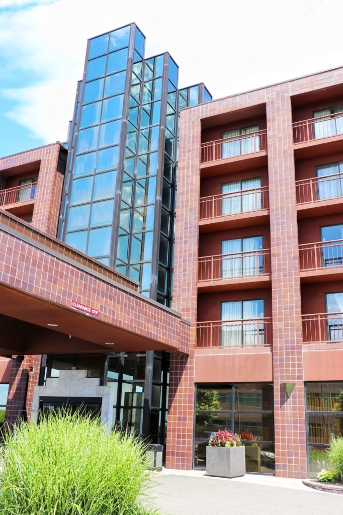 family friendly hotels near detroit: Embassy Suites by Hilton Detroit Livonia Novi