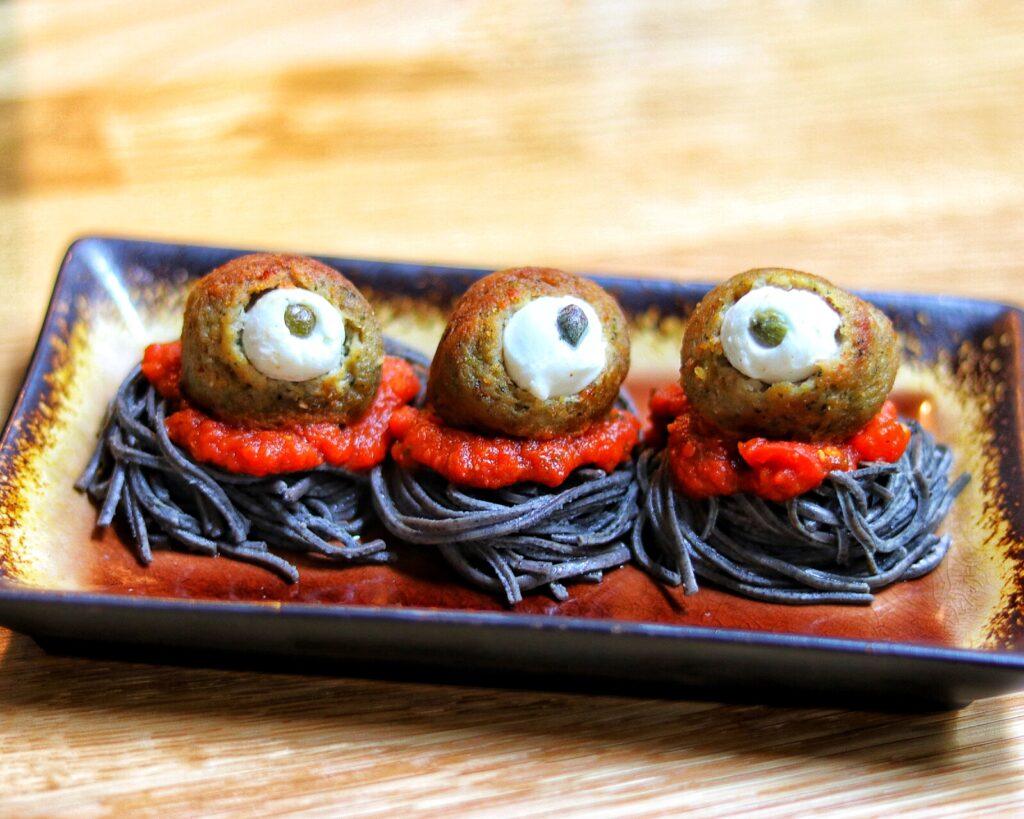Easy Halloween party food idea: Spooky Spaghetti with Eyeball Meatballs