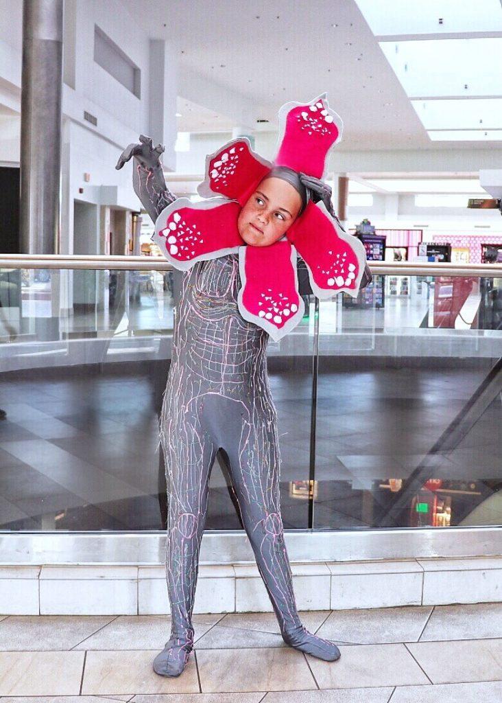 DIY Stranger Things 3 Family Halloween Costumes ideas: Demogorgon