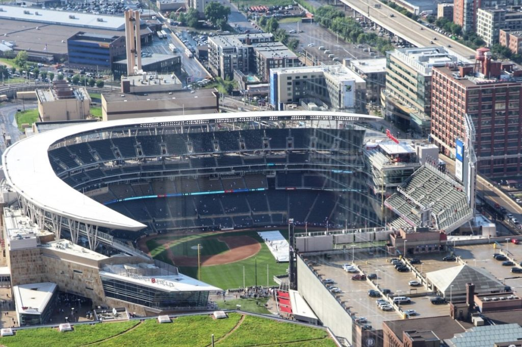 midwest baseball road trip planning: minnesota twins game at target field in minneapolis