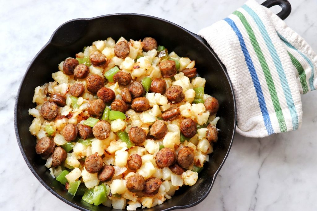 quick and easy family-friendly breakfast idea: easy homemade pork sausage hash