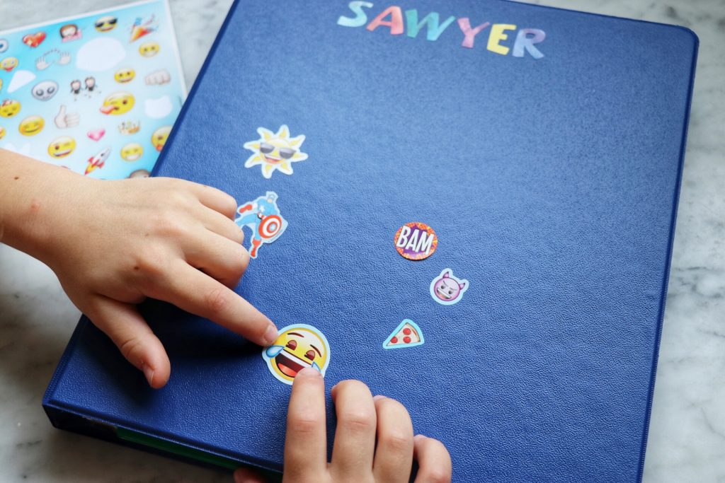 how to make a DIY road trip activities folder for toddlers and young kids