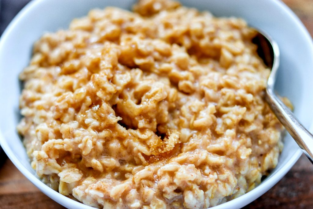 5-Ingredient Cinnamon and Brown Sugar Instant Pot Oatmeal