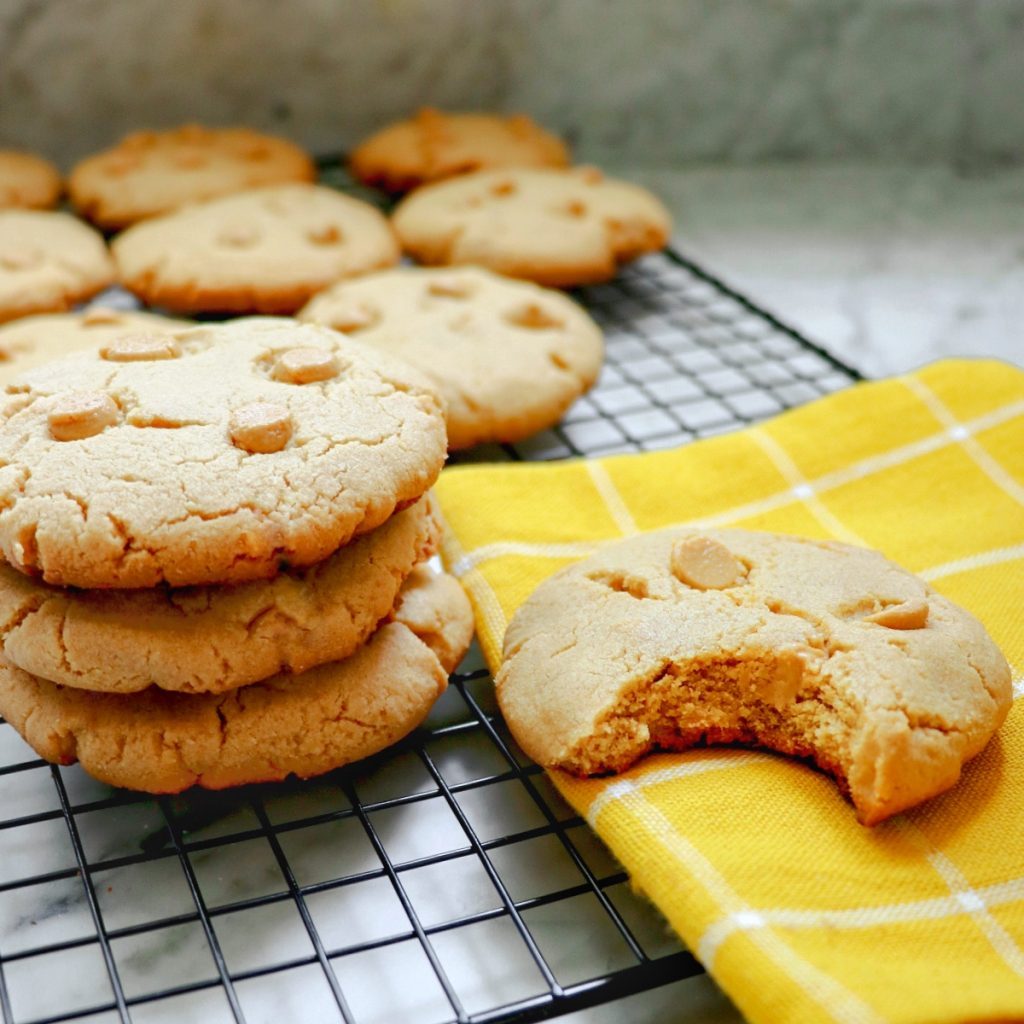 chewy flourless peanut butter cookies
