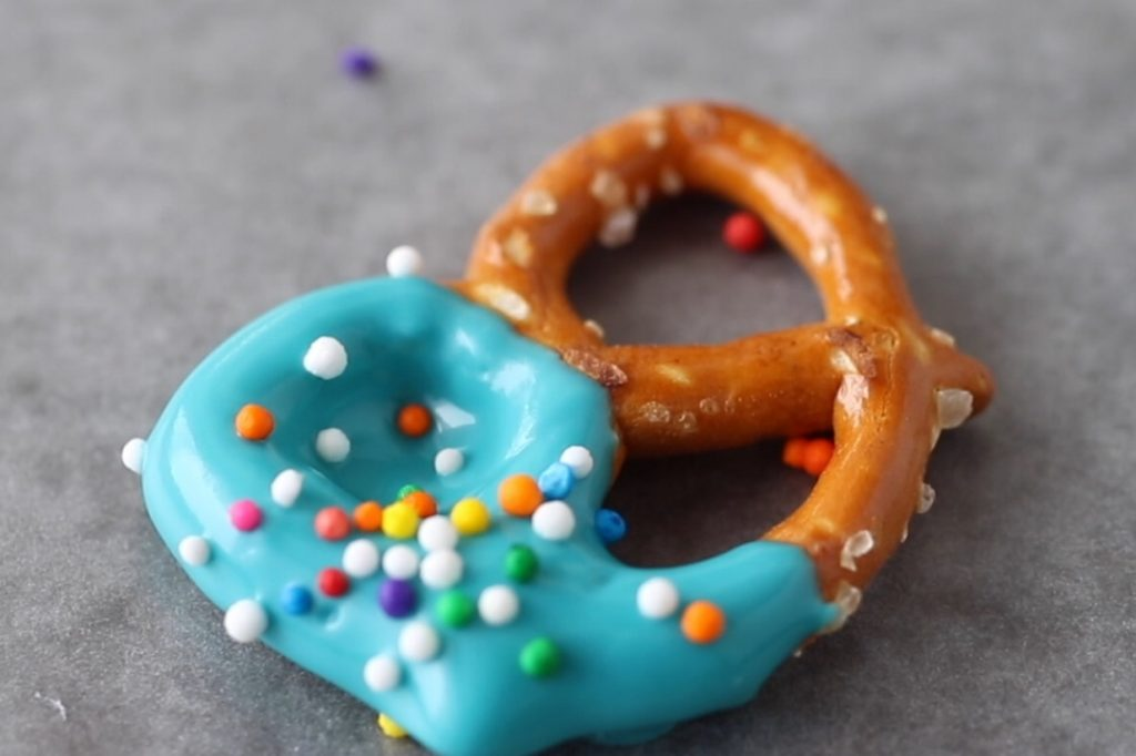 ways to use candy melts: dipped pretzels