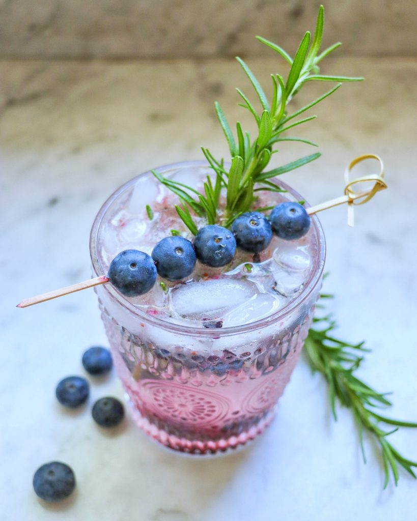 sparkling mocktails: blueberry mocktail with rosemary