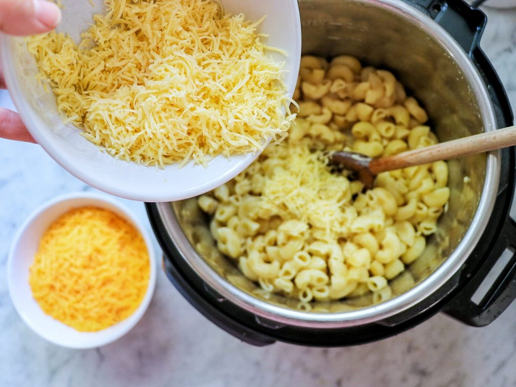 How to make Instant Pot mac and cheese with bacon