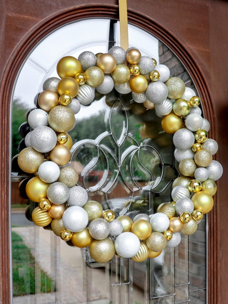 DIY Christmas ball wreath