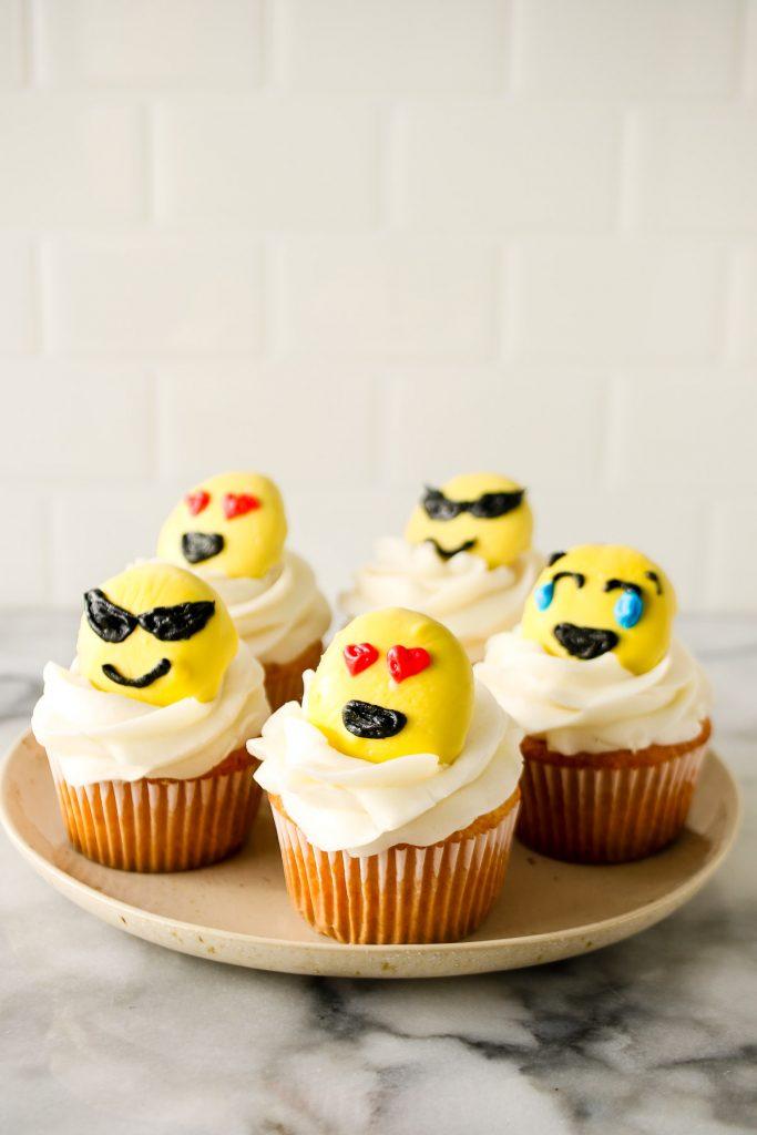 cupcake topper ideas: emoji cupcake toppers