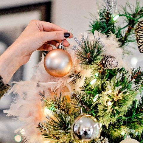 Tree Decorating 101: How to decorate a Christmas tree professionally