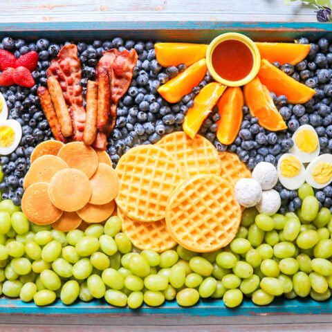 Easter breakfast idea: Easter Bunny Breakfast Board