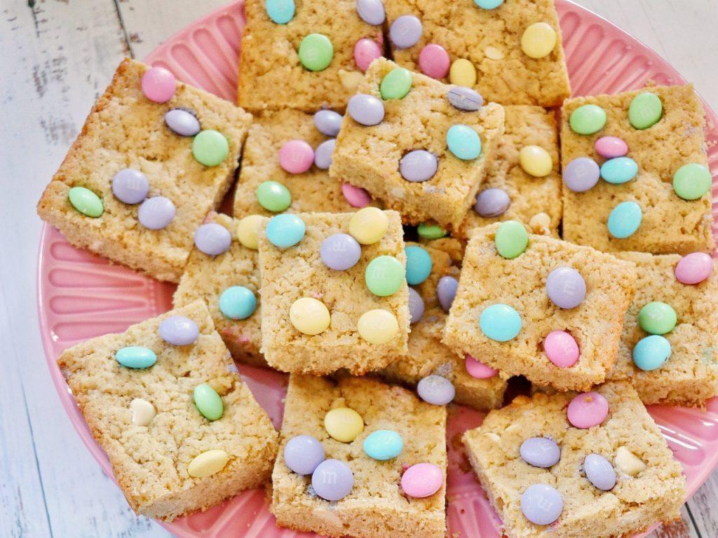 M and M Easter blondies (M&M blonde brownies)