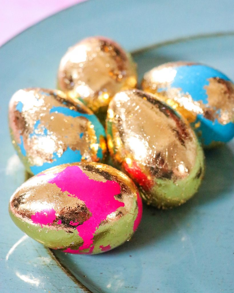 the prettiest easter eggs: easy gold leaf easter eggs