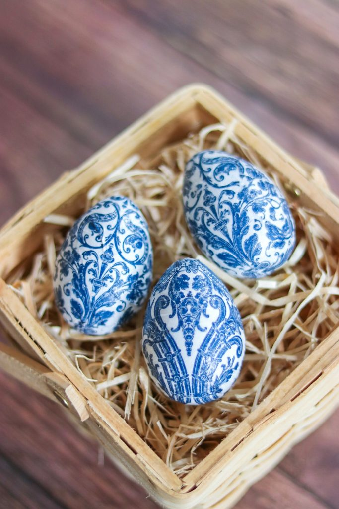 fabulous easter eggs: Decoupage Chinoiserie Easter Eggs