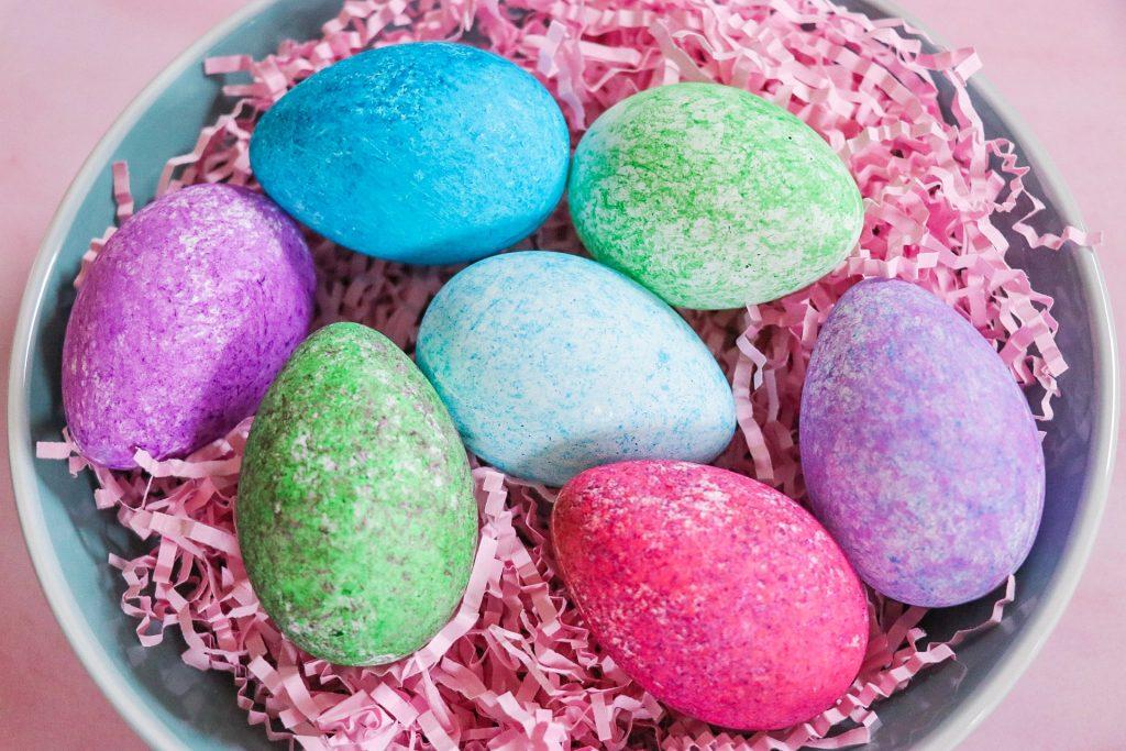 fabulous easter eggs ideas: rice shake easter eggs